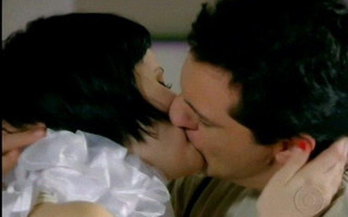 Passione - Capítulo de sábado , dia 24/07, na íntegra - Mauro vai ao quarto de Melina. Ele diz que ela não vai se casar com o Fred porquê é com ele que ela vai casar.