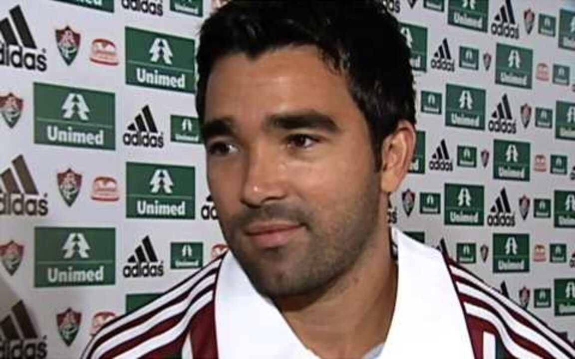 Deco é apresentado pelo Fluminense e diz que voltar o jogar no Brasil era um sonho