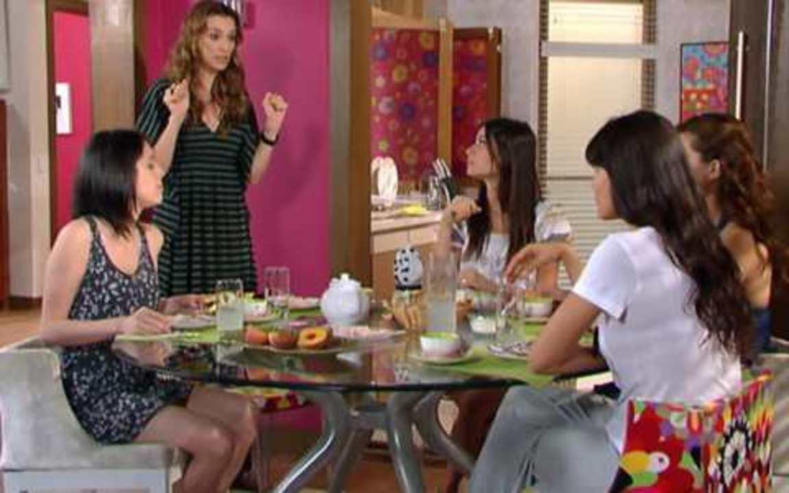 Ti Ti Ti - Capítulo de sexta feira, 01/10/2010, na íntegra - Mabi acusa a irmã de ter roubado Luti de Gabi e, caso Camila esteja fazendo o mesmo agora, ela terá a vingança que merece.