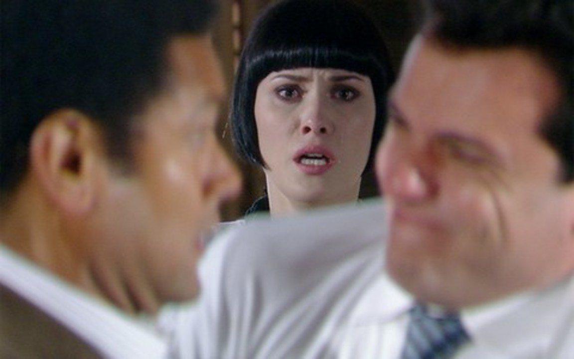 Passione - Capítulo de sábado, 30/10/2010, na íntegra - Stela pede um tempo a Agnello. Valentina é presa e promete vingança. Clara sofre por Kelly, que está em um abrigo para menores. Noronha enfrenta Mauro armado e um disparo é feito.