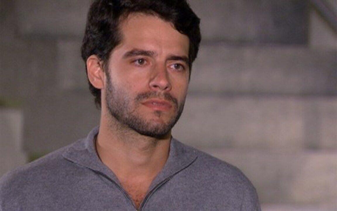Ti-ti-ti - capítulo de segunda feira, dia 08/11/2010, na íntegra - Renato recebe a visita de Marcela e afirma que vai fazer o jogo de seu pai, porque a quer de volta