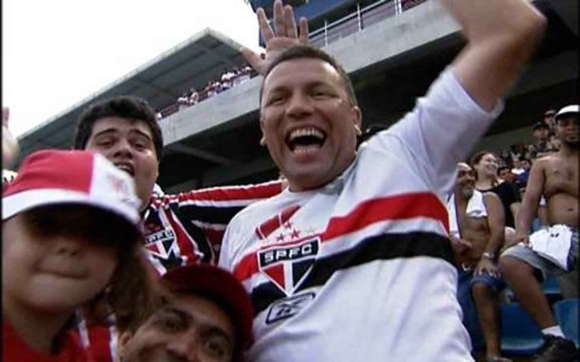 Torcida do São Paulo vibra com derrota do time para o Fluminense em 2010