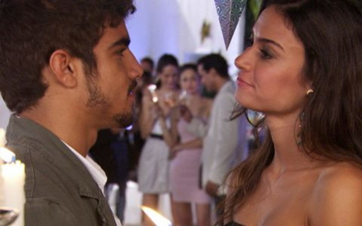Ti-ti-ti - capítulo de sexta feira, dia 24/12/2010, na íntegra - Amanda beija Edgar