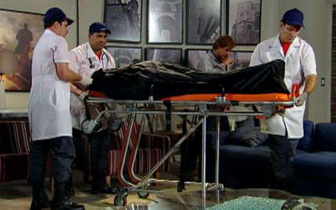 Passione, capítulo de terça-feira, dia 28/12/2010, na íntegra - Paramédico confirma morte de Totó. Gemma avança em Clara e a acusa de assassina. Diogo fica desconfiado e é agressivo com Clara