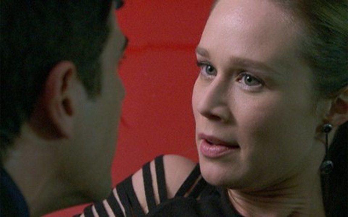 Passione - Capítulo de sexta feira, 31/12/2010, na íntegra - Agnello fica emocionado com o apoio de Lorena para o seu romance com Stela. Fred exige que Clara convença Bete a desistir de sua cobrança para que ele não a acuse de assassinato.