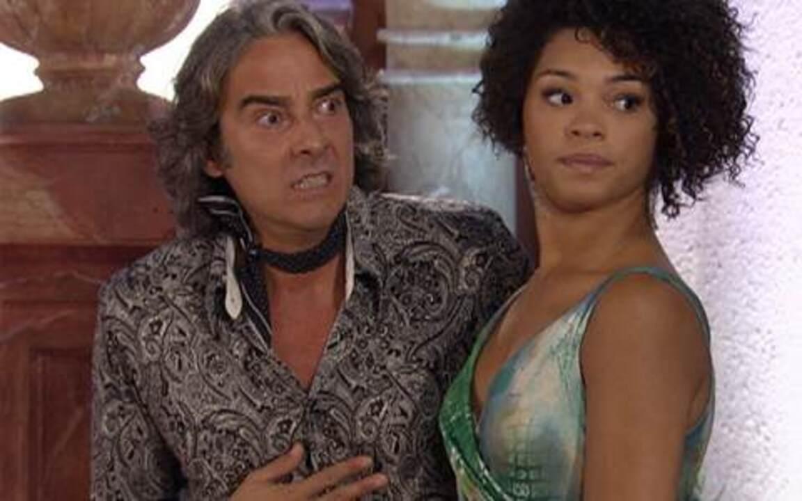 Tti ti ti - capítulo de terça feira, dia 25/01/2011, na íntegra - Jacques e Clotilde aparecem de surpresa no ateliê de Valentim e flagram Ariclenes vestido do espanhol