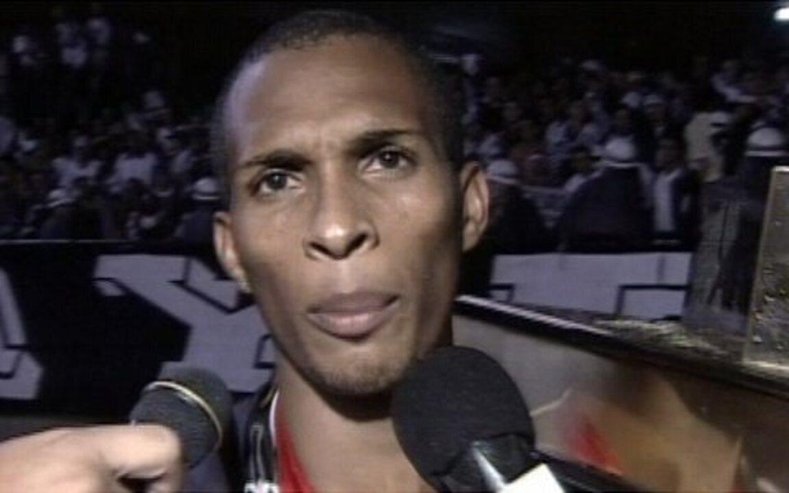 Em 2003, Corinthians vence o São Paulo na final e é campeão paulista