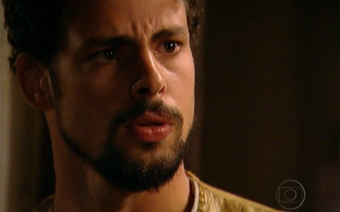 Capítulo de 03/05/2011 - Coronel Januário é enterrado. Felipe vê Açucena e diz ao rei que a princesa vive. Timóteo quer reatar o noivado de Batoré e Antônia, Cícero a chama para fugir. Herculano revela que é pai de Jesuíno.