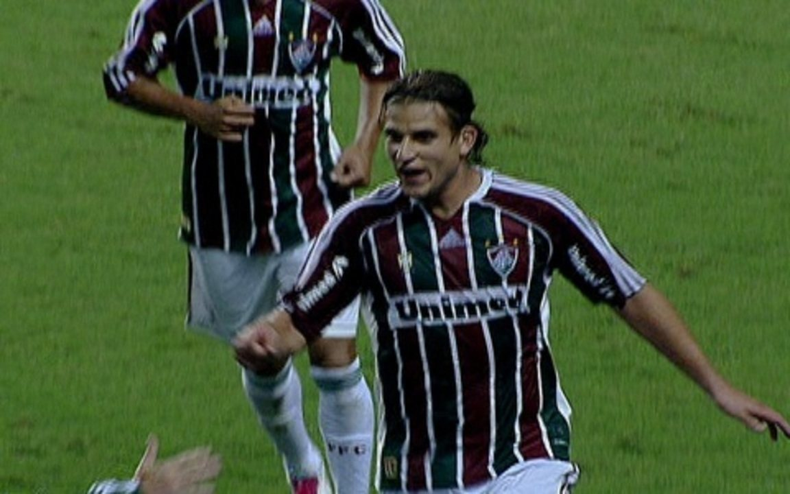With two goals from Rafael Moura, the Brazilian Fluminense defeated Cruzeiro in 2011