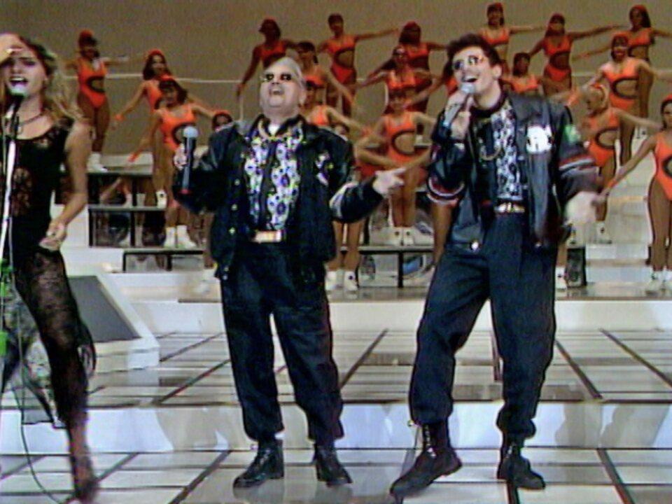 Em 94, Latino rebolou no 'Domingão' e colocou Jorge Dória para dançar também no Troca de Profissão