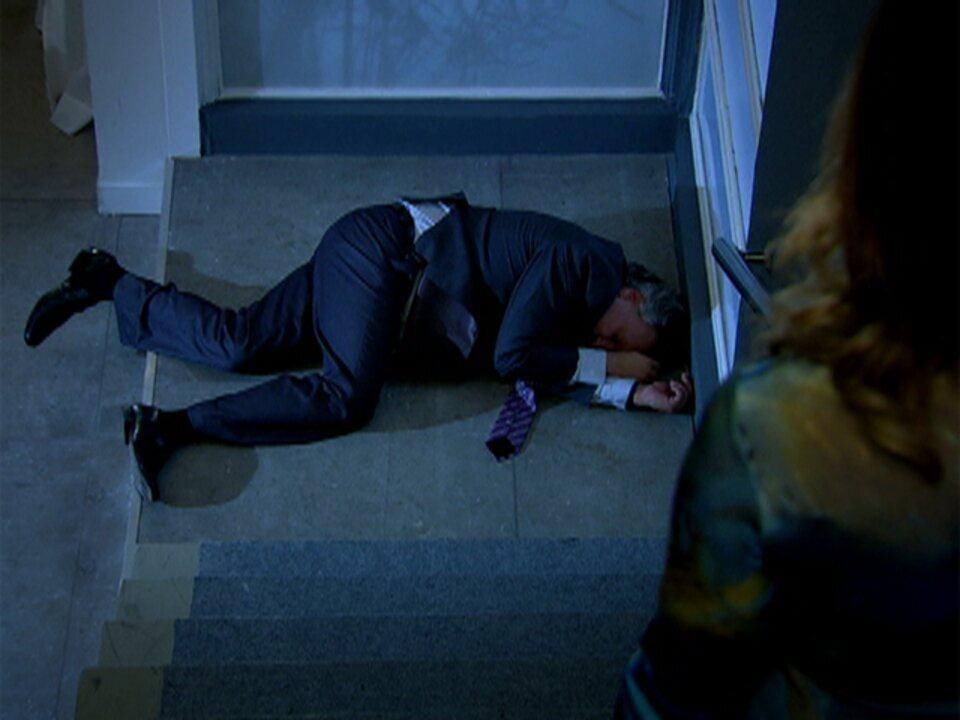 Tereza Cristina (Christiane Torloni) empurrou um mafioso pela escada em 'Fina Estampa'