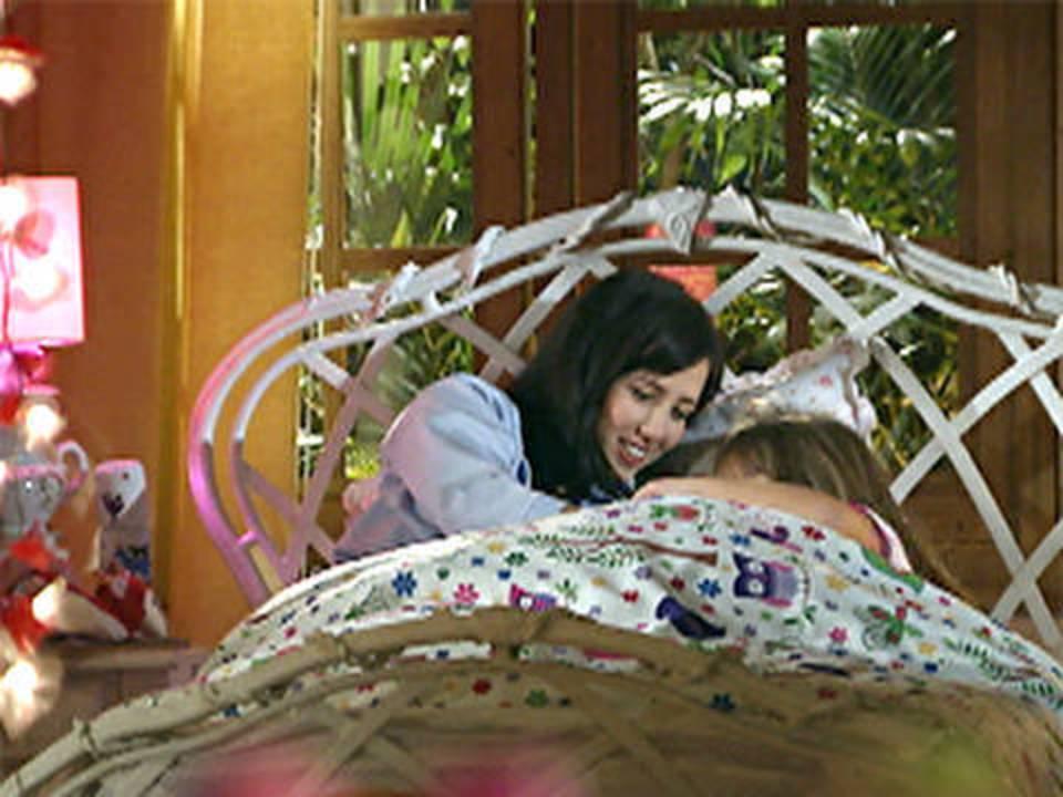 A Vida da Gente - capítulo de sexta-feira, dia 18/11/2011, na íntegra - Manu convence Júlia a visitar Ana