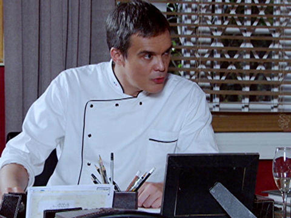 Fina Estampa - Capítulo de sexta-feira, dia 09/12/2011, na íntegra - René é chantageado por Íris