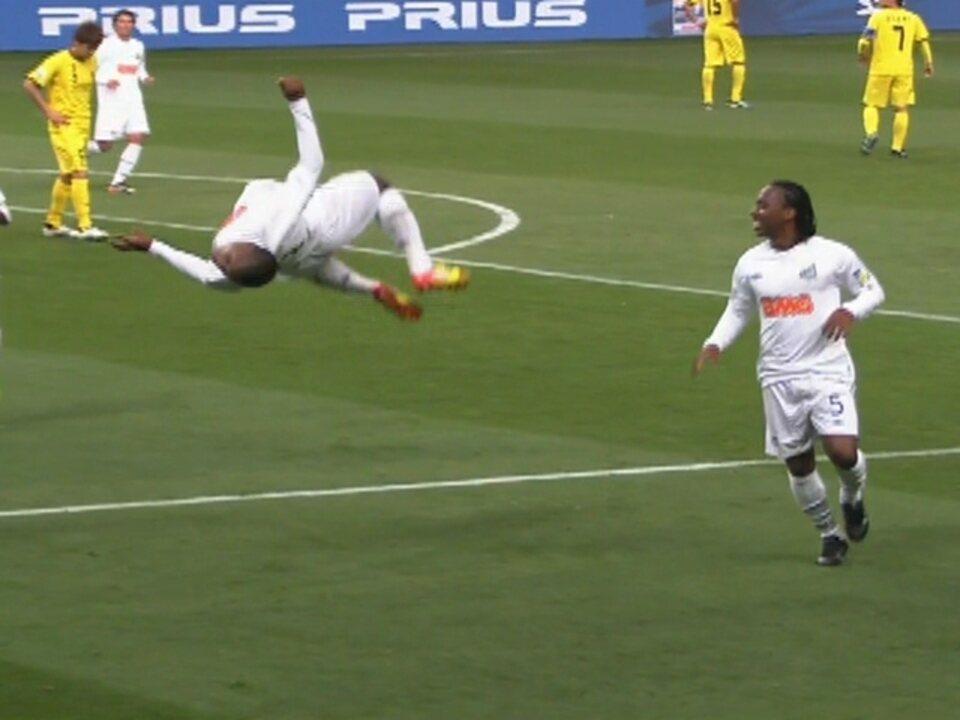 Gol do Santos! Borges recebe de Durval, limpa o lance e amplia, aos 24 do 1º tempo
