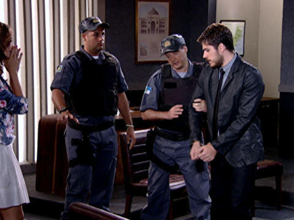 Fina Estampa - Capítulo de sexta-feira, 30/12/2011, na íntegra - Rafael é condenado a 3 anos de prisão