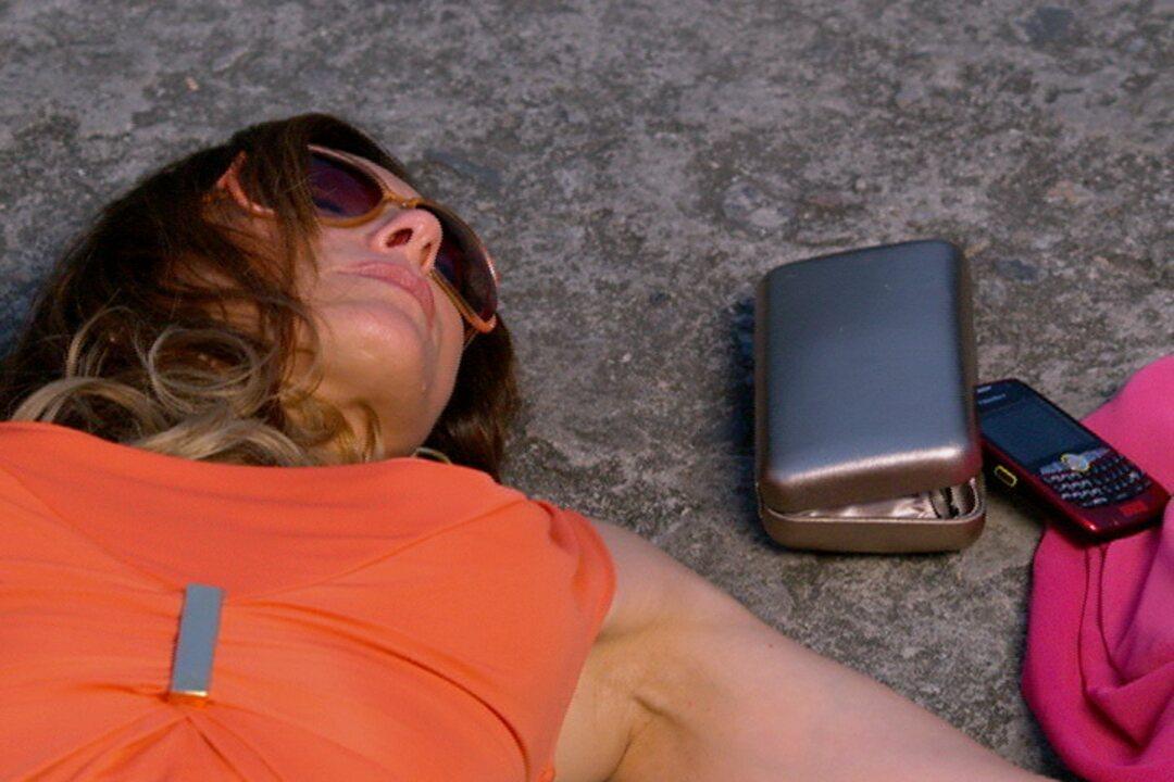 Fina Estampa - Capítulo de sexta-feira, dia 27/01/2012, na íntegra - Tereza Cristina fica presa no cemitério