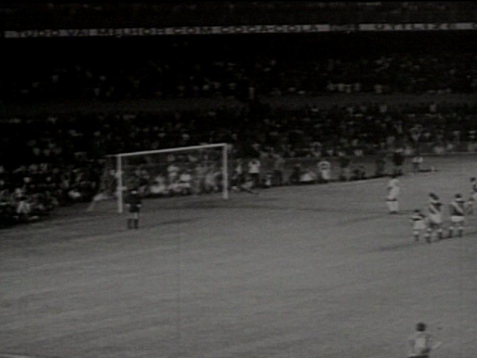 Em 2002, série especial sobre Maracanã relembra milésimo gol de Pelé