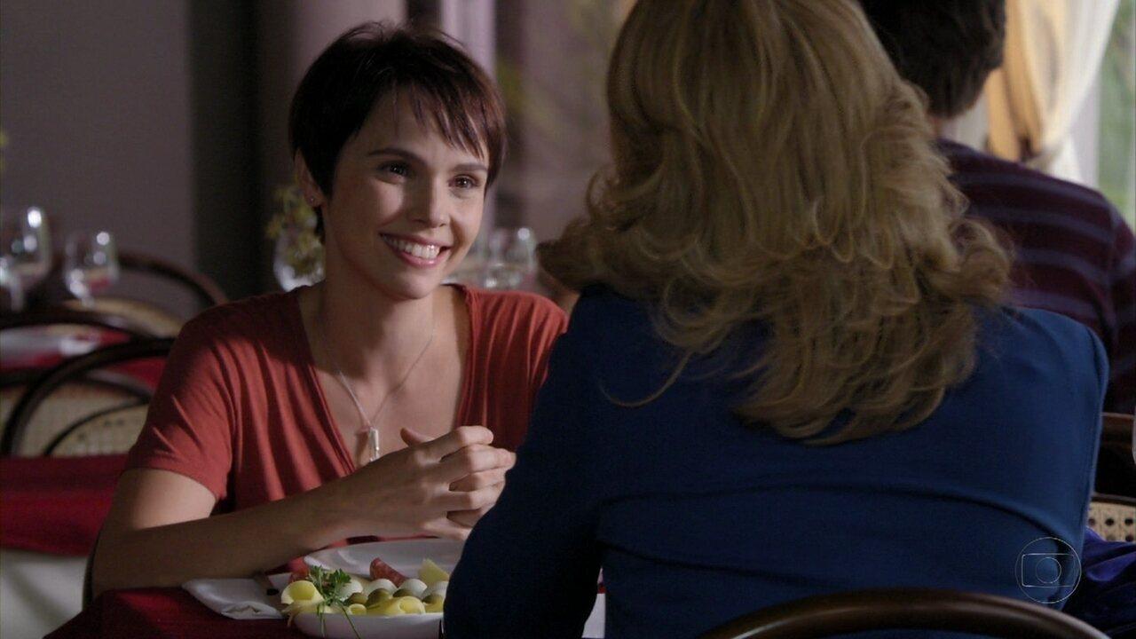 Avenida Brasil - Capítulo de quarta-feira, dia 04/04/2012, na íntegra - Nina pede a Ivana para trabalhar como cozinheira na casa de Carminha