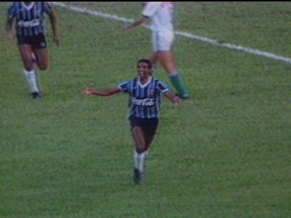 Em 1990, Grêmio derrota o Palmeiras por 2 a 0 pelo Campeonato Brasileiro