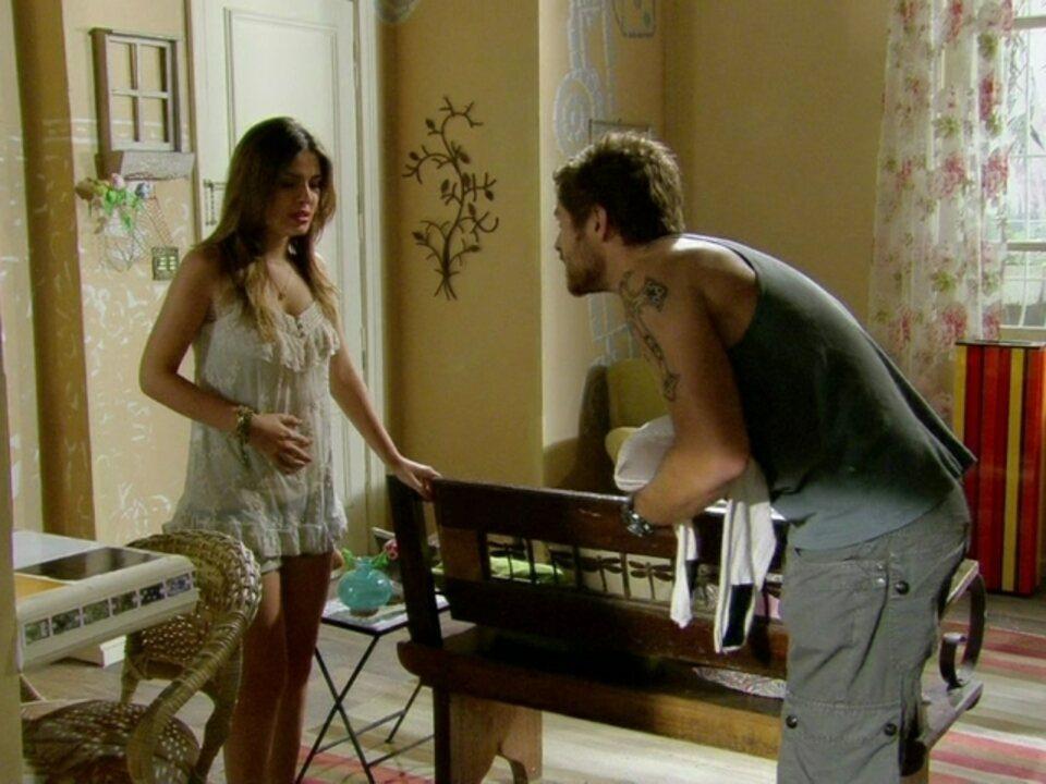 Malhação - Capítulo de quinta-feira, dia 10/05/2012, na íntegra - Moisés descobre a falsa gravidez de Cristal