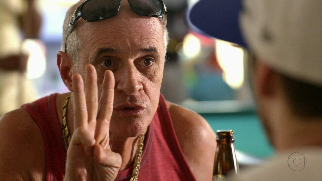 Avenida Brasil - Capítulo de sexta-feira, dia 01/06/2012, na íntegra - Leleco contrata Darkson para testar a fidelidade de Tessália