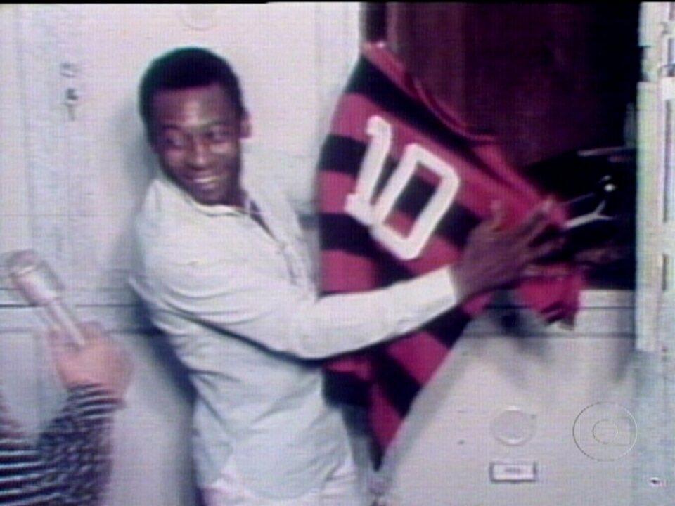 Em 1979, pelo Flamengo, Zico e Pelé atuam juntos contra o Atlético-MG para ajudar vítima de enchente
