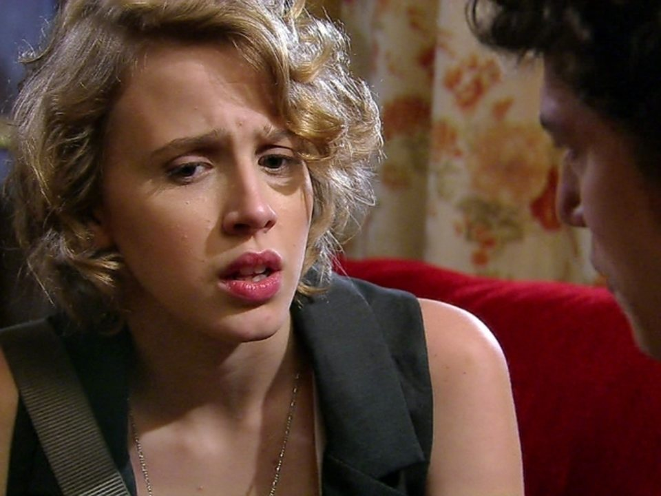 Malhação - Capítulo de sexta-feira, dia 27/07/2012, na íntegra - Babi diz que descobriu armação e fala para Gabriel cancelar o casamento