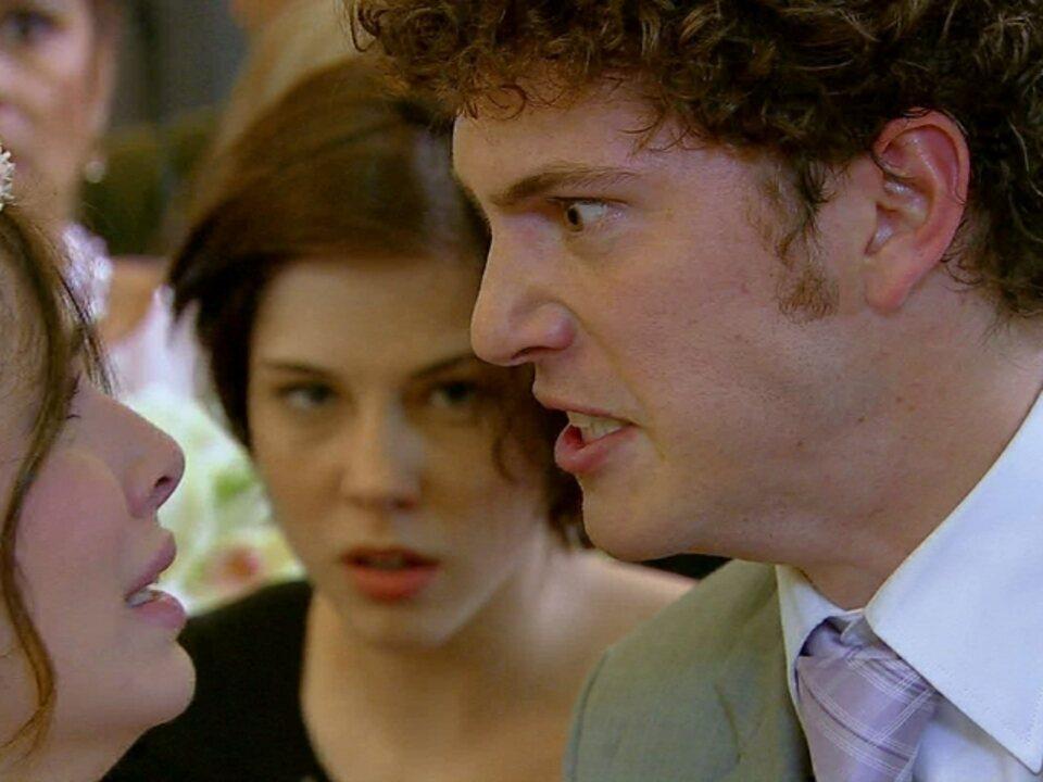 Malhação - Capítulo de terça-feira, dia 31/07/2012, na íntegra - Gabriel cancela o casamento e imprensa registra o tumulto