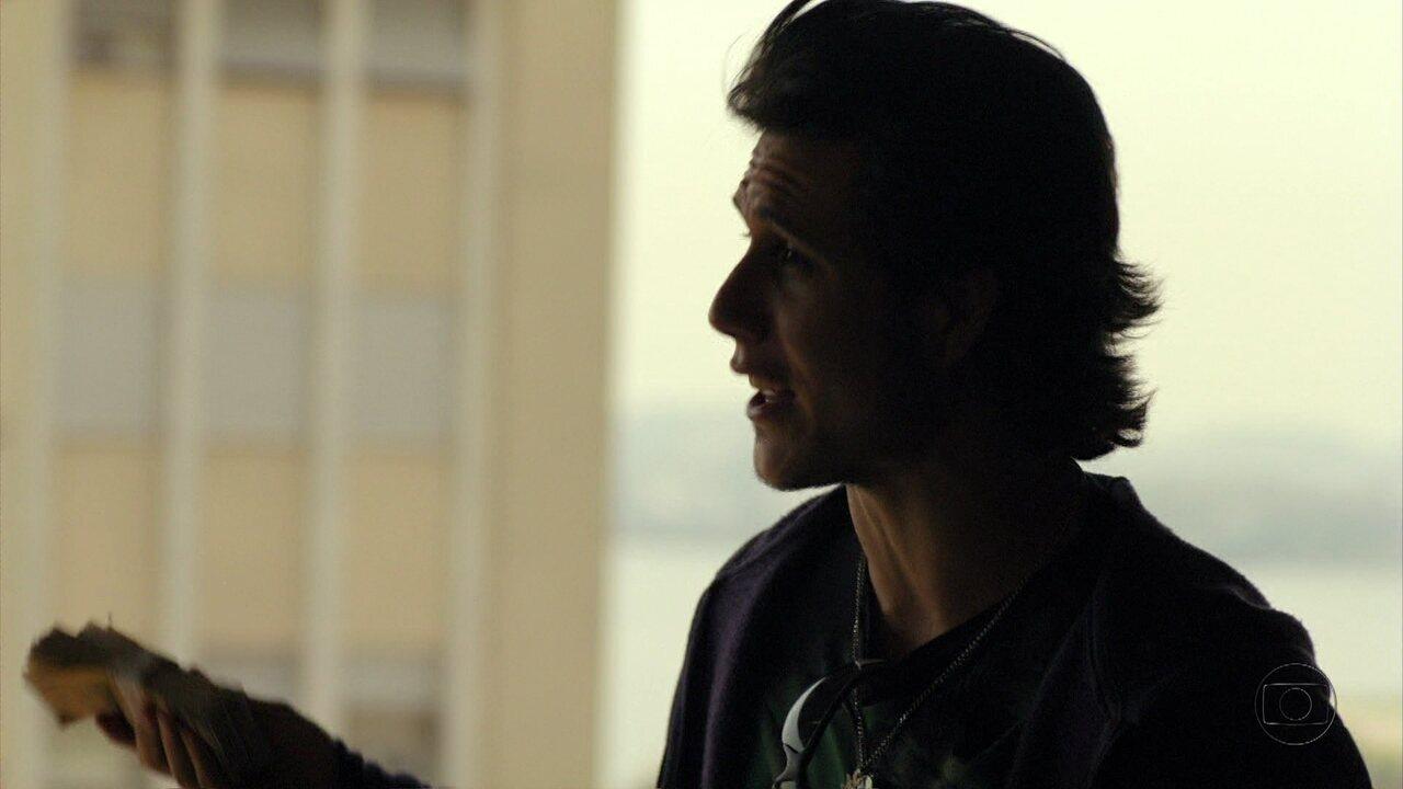 Avenida Brasil - Capítulo de terça-feira, dia 11/09/2012, na íntegra - Lúcio consegue pegar o dinheiro de Nina