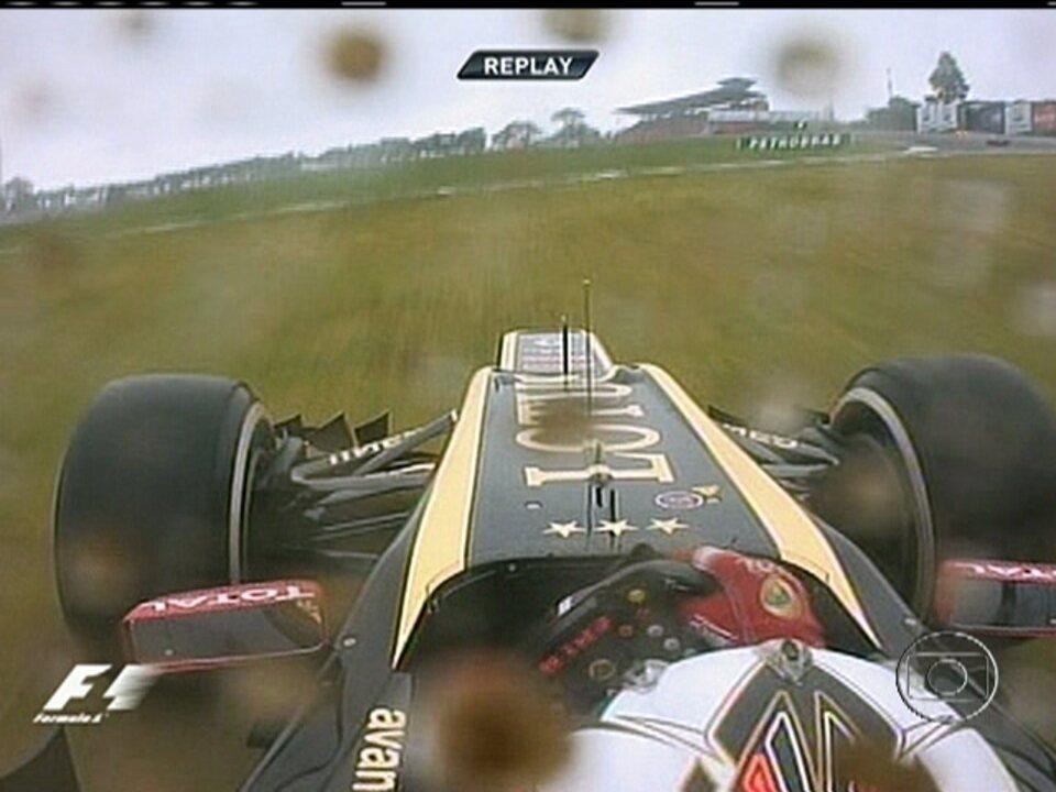 Raikkonen sai da pista, dá cavalinho de pau e volta na 53ª volta do GP do Brasi