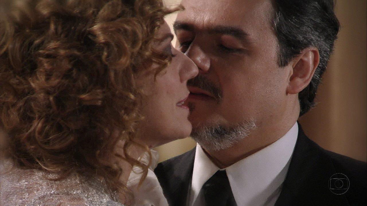 Lado a Lado, capítulo de terça-feira, dia 27/11/2012, na íntegra - Constância pede para Bonifácio impedir o recital de Catarina