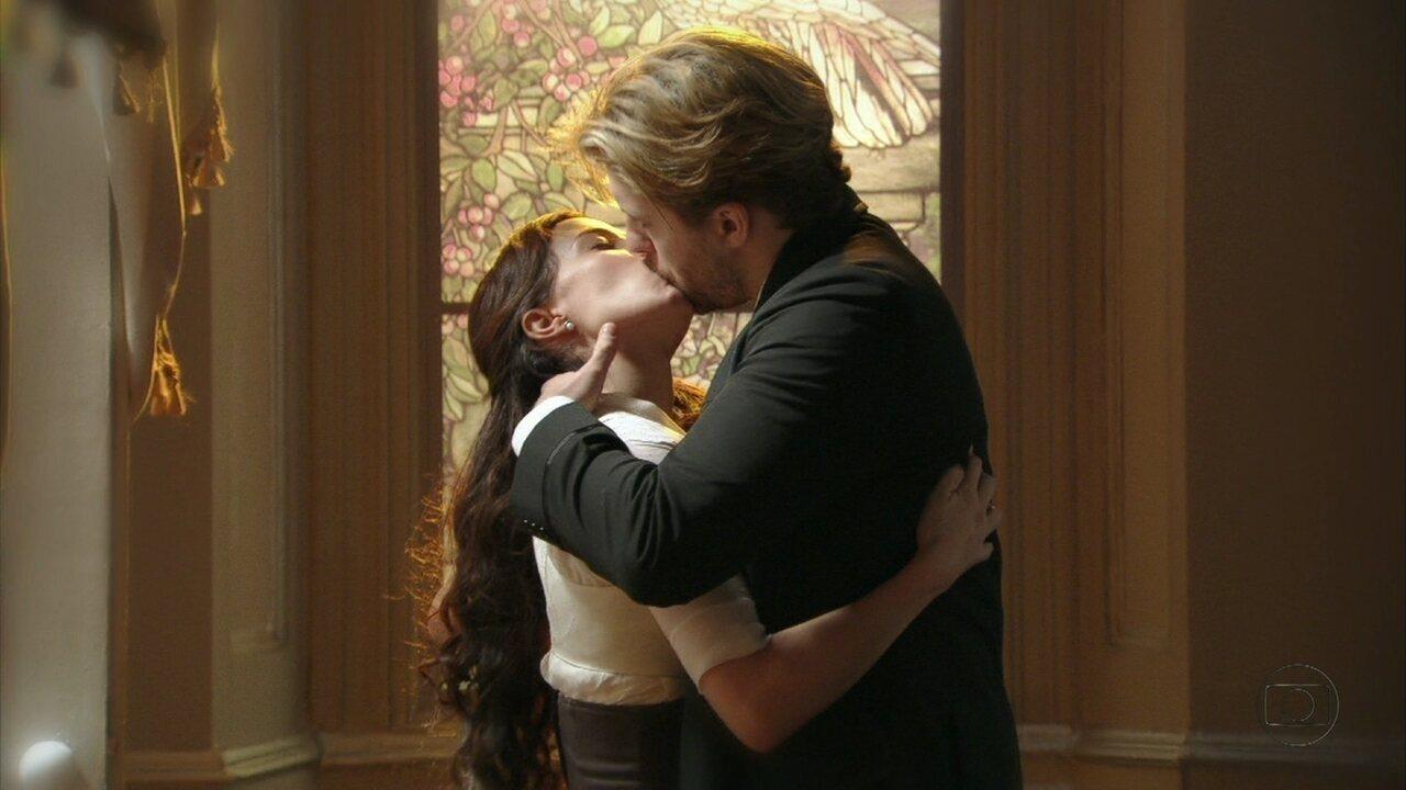 Lado a Lado - capítulo de sábado, dia 22/12/2012, na íntegra - Laura e Edgar se beijam
