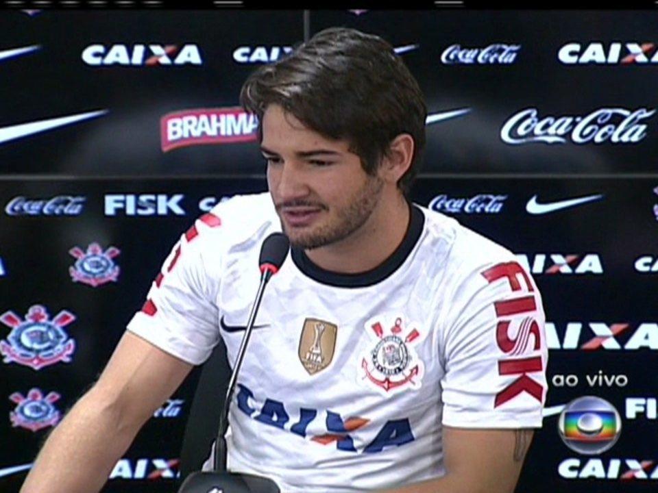 Alexandre Pato se apresenta no Corinthians
