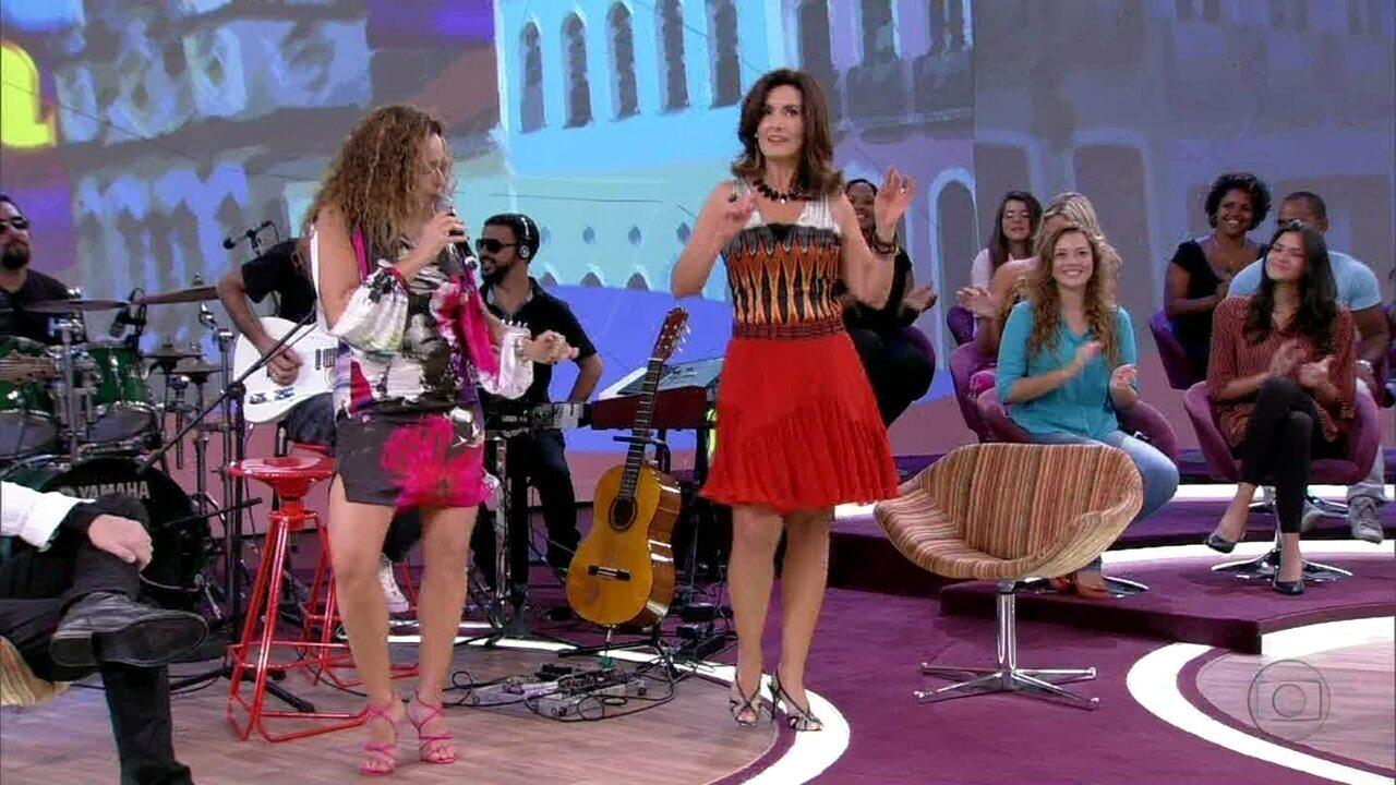 Fátima Bernardes samba ao som de Daniela Mercury