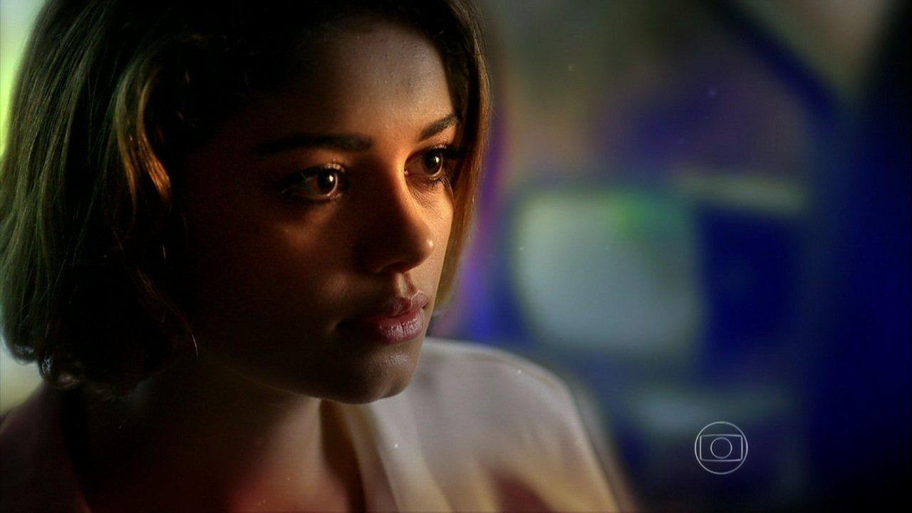 Sangue Bom - Capítulo de sexta-feira, dia 02/08/2013, na íntegra - Socorro avisa a Amora que o plano delas contra Fabinho pode dar errado