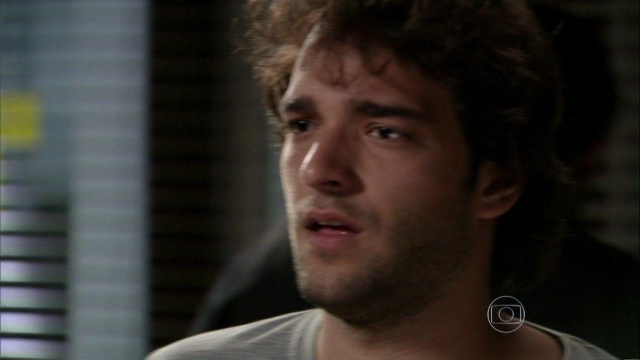 Sangue Bom - capítulo de quinta-feira, dia 08/08/2013, na íntegra - Amora visita Fabinho na cadeia