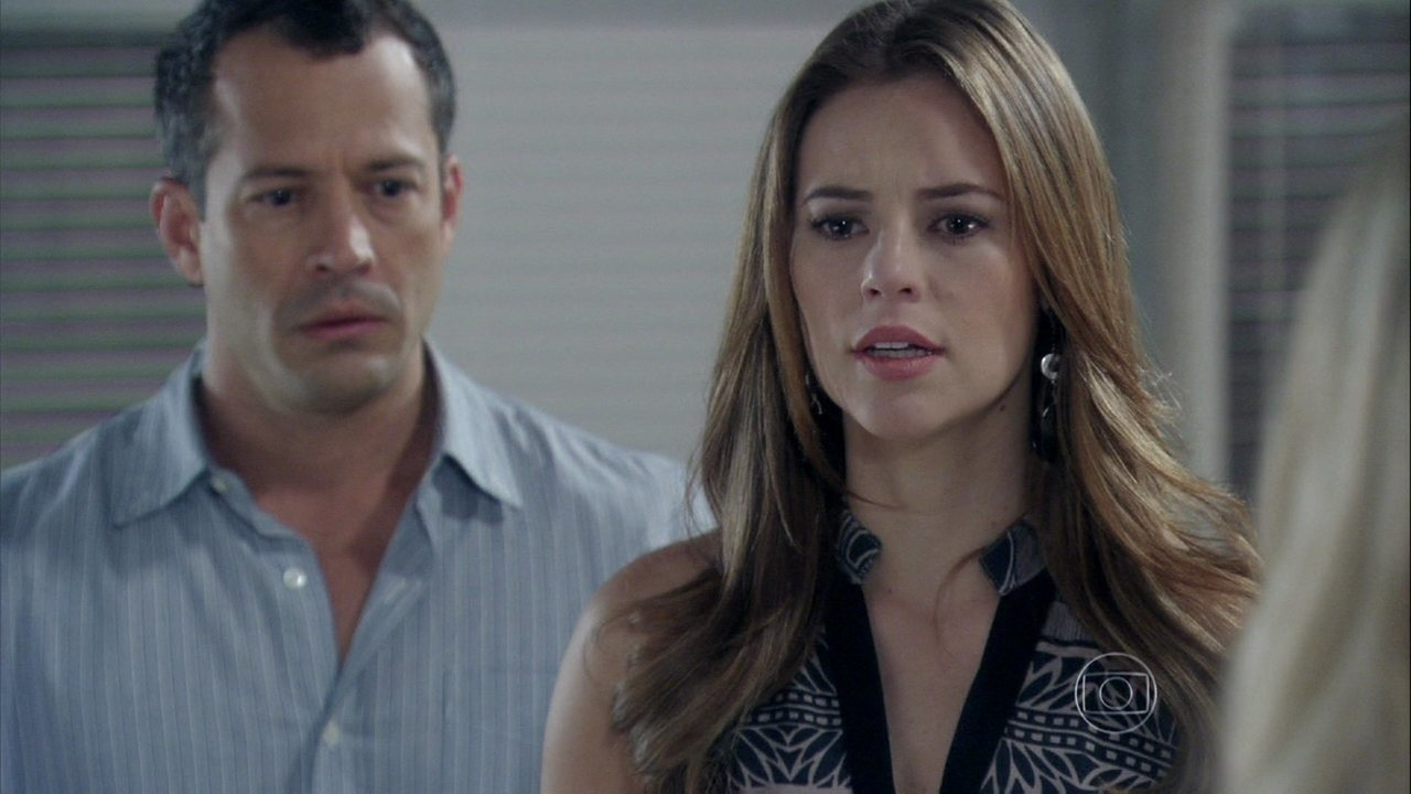 Amor à vida - Capítulo de sábado, dia 17/08/2013, na íntegra - Paloma e Bruno ficam apreensivos com a falta de notícias de Paulinha