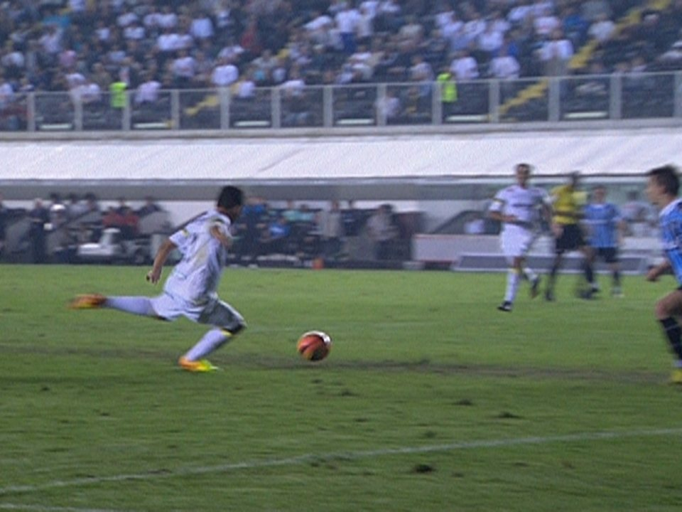 Gabigol fez seu primeiro gol no profissional em vitória do Santos sobre o Grêmio na Vila em 2013