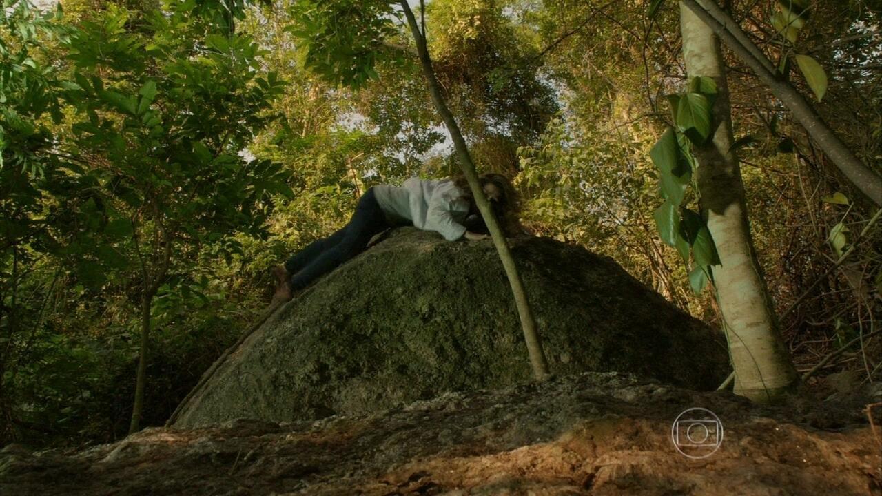 Malhação - Capítulo de quinta-feira, dia 22/08/2013, na íntegra - Anita cai em um barranco ao fugir de Martin
