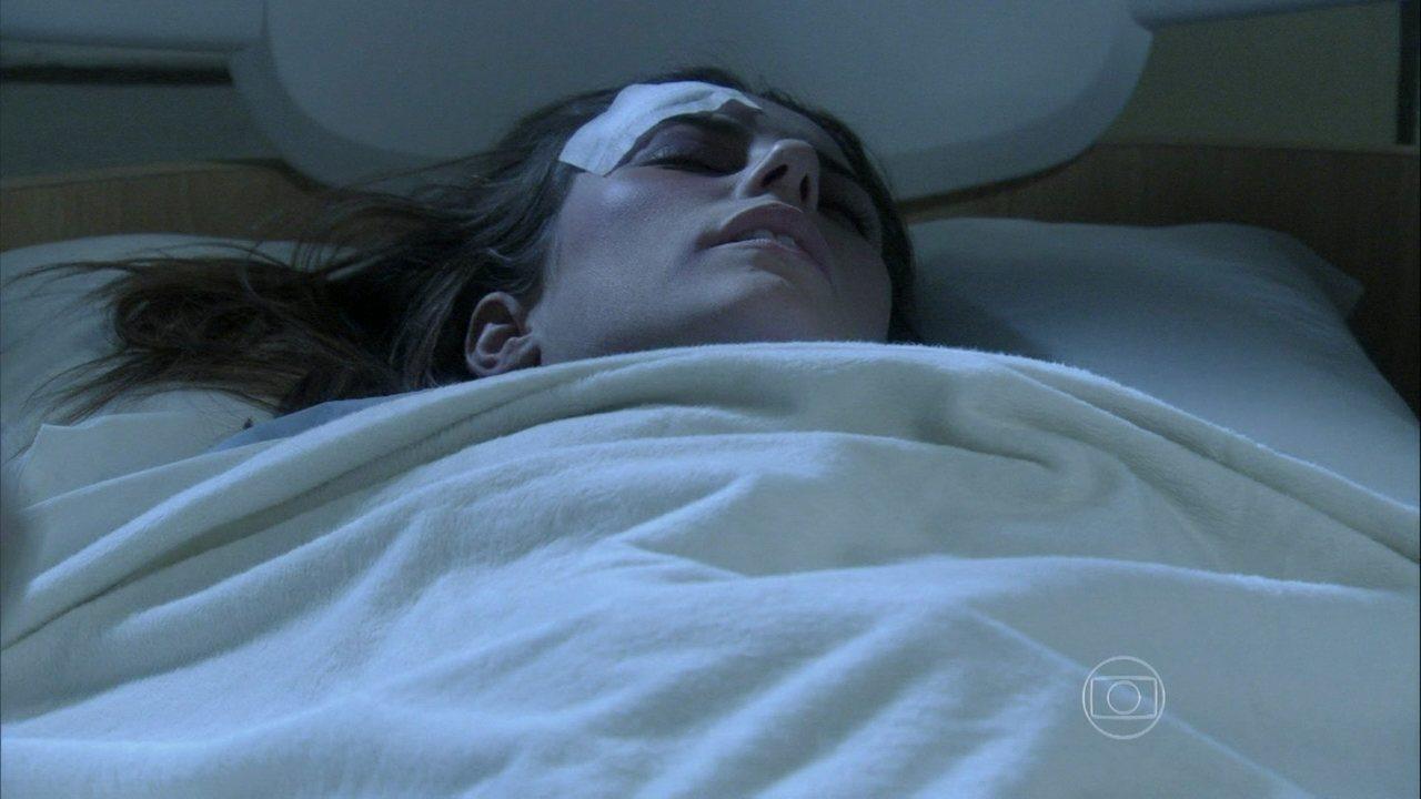 Amor à Vida - capítulo de sexta-feira, dia 06/09/2013, na íntegra - Paloma é levada para o seu quarto inconsciente