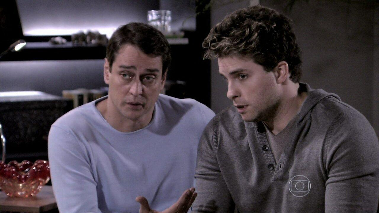 Niko e Eron falam para Amarilys que vão registrar Fabrício em nome deles