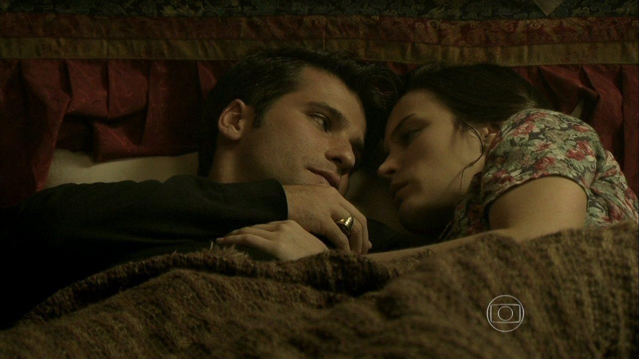 Joia Rara - Capítulo de sábado, dia 02/11/2013, na íntegra - Franz e Amélia passam a noite juntos