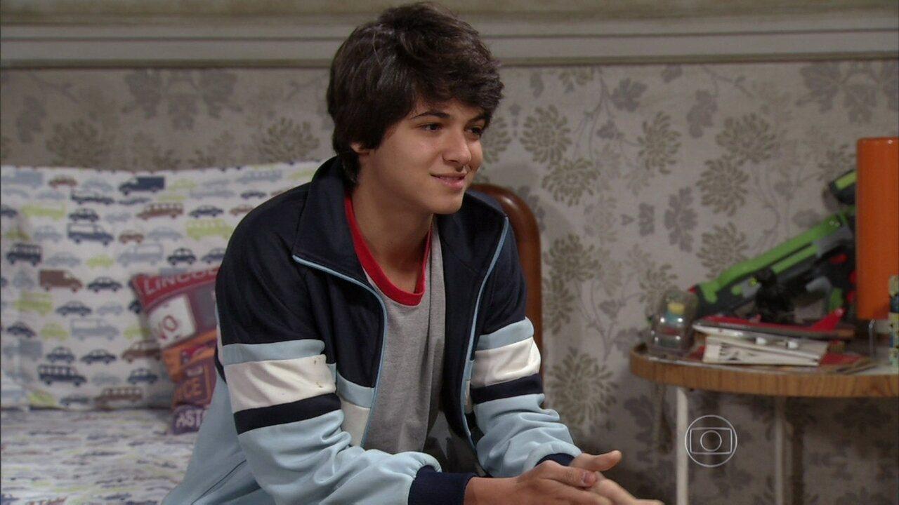 Malhação - Capítulo de quinta-feira, dia 05/12/2013, na íntegra - Vitor pede ajuda a Giovana para ficar com Clara, surpreendendo a irmã