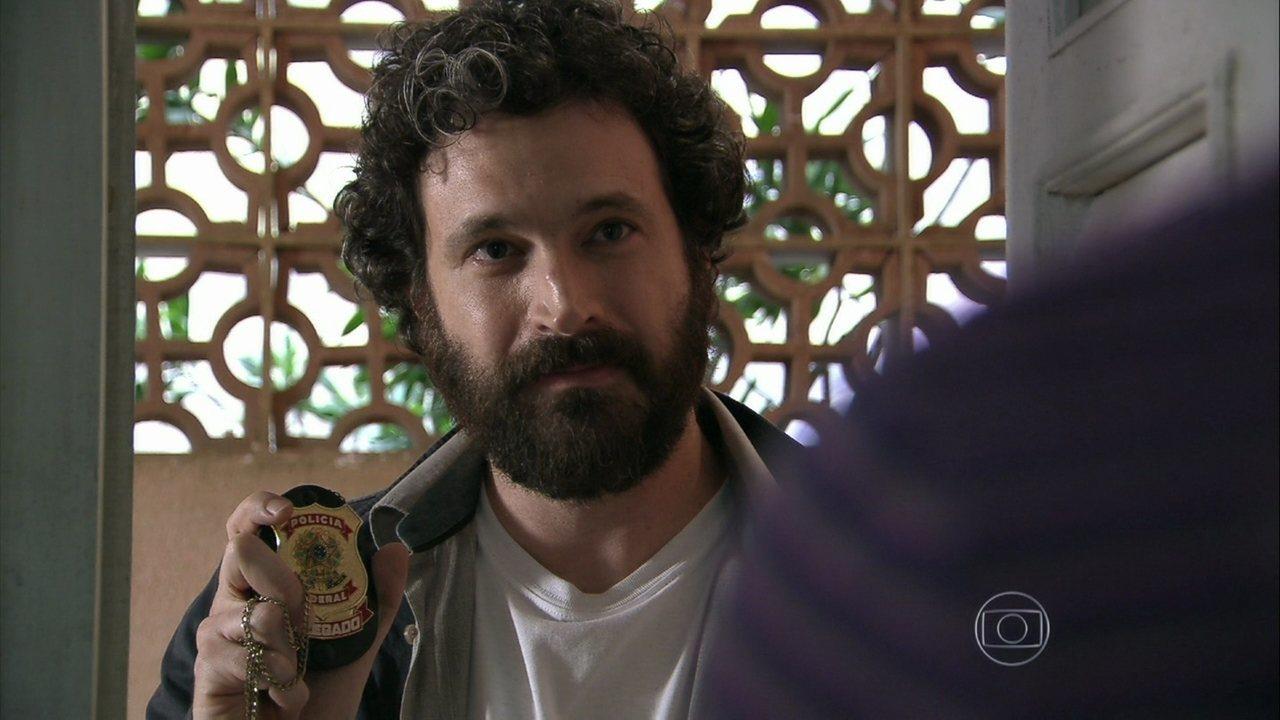Além do Horizonte - capítulo de sexta-feira, dia 13/12/2013, na íntegra - André aparece na casa de William