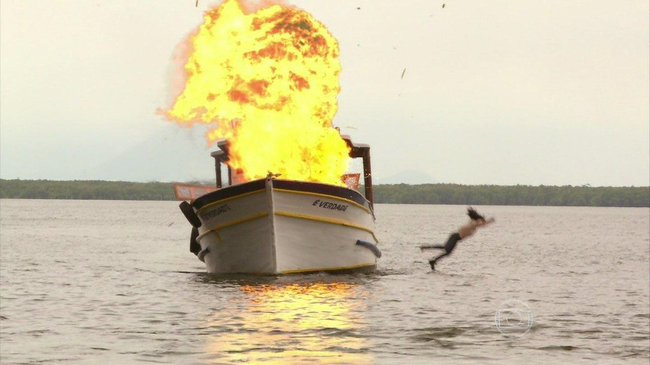 Além do Horizonte - Capítulo de quinta-feira, dia 19/12/2013, na íntegra - A cabine do barco dos eleitos explode
