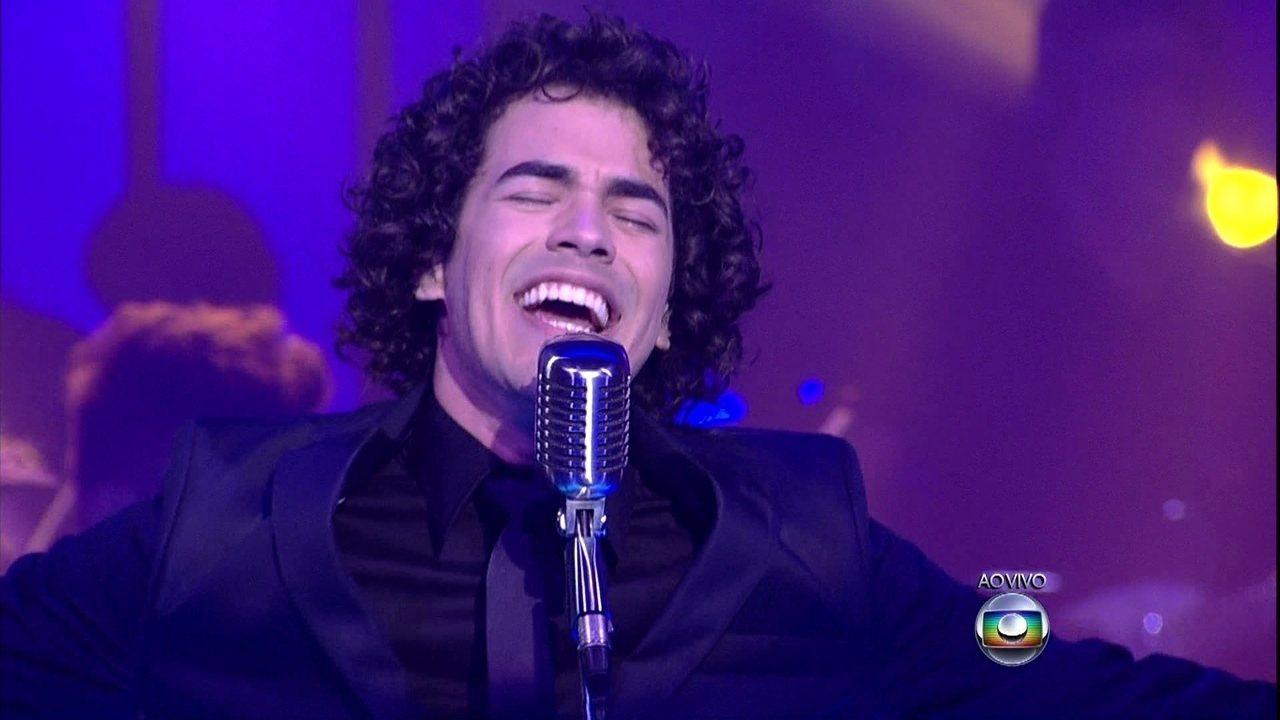 """Sam Alves homenageia Claudia Leitte e canta """"Você Existe em Mim"""""""