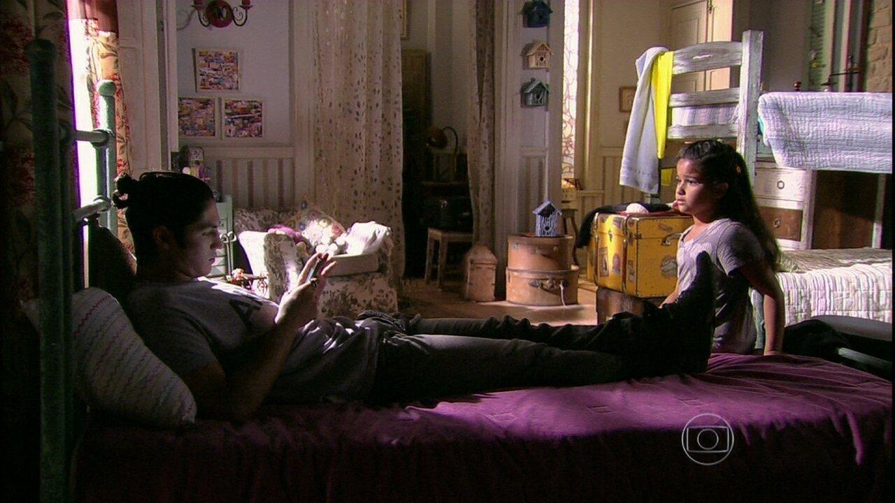 Malhação - Capítulo de terça-feira, dia 07/01/2014, na íntegra - Antônio comenta com Tita que presenteará um amigo com um vídeo