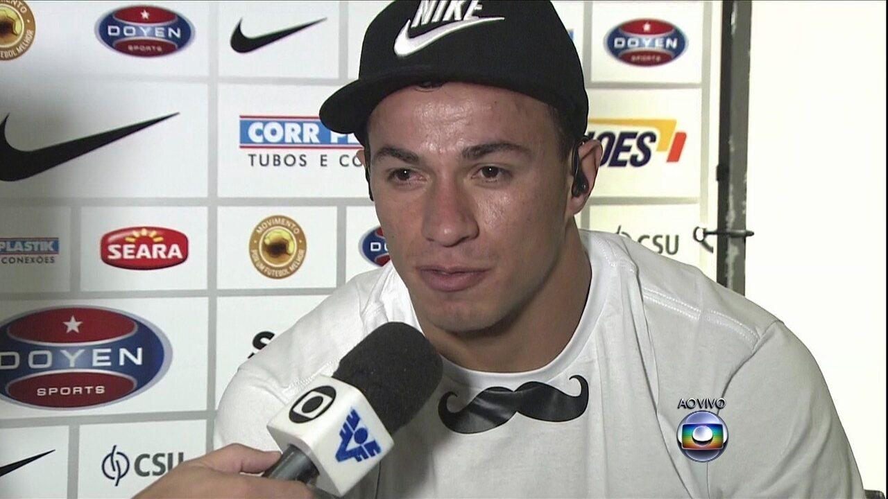 Santos apresenta Leandro Damião