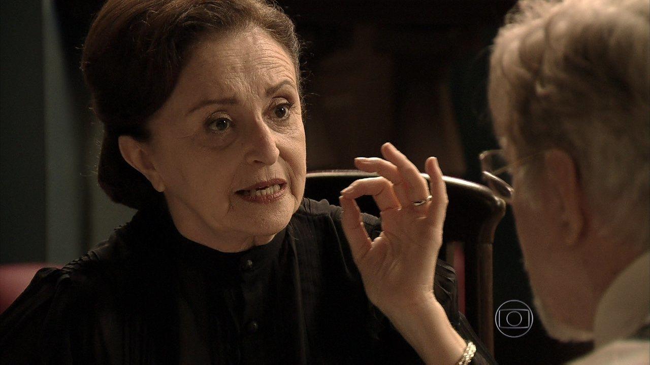 Joia Rara - capítulo de quarta-feira, dia 26/03/2014, na íntegra - Gertrude e Venceslau se unem contra Franz