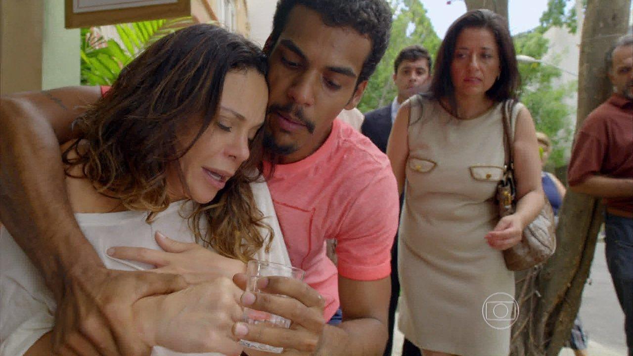 Em Família - Capítulo de sexta-feira, dia 28/03/2014, na íntegra - Juliana se descontrola ao encontrar Jairo